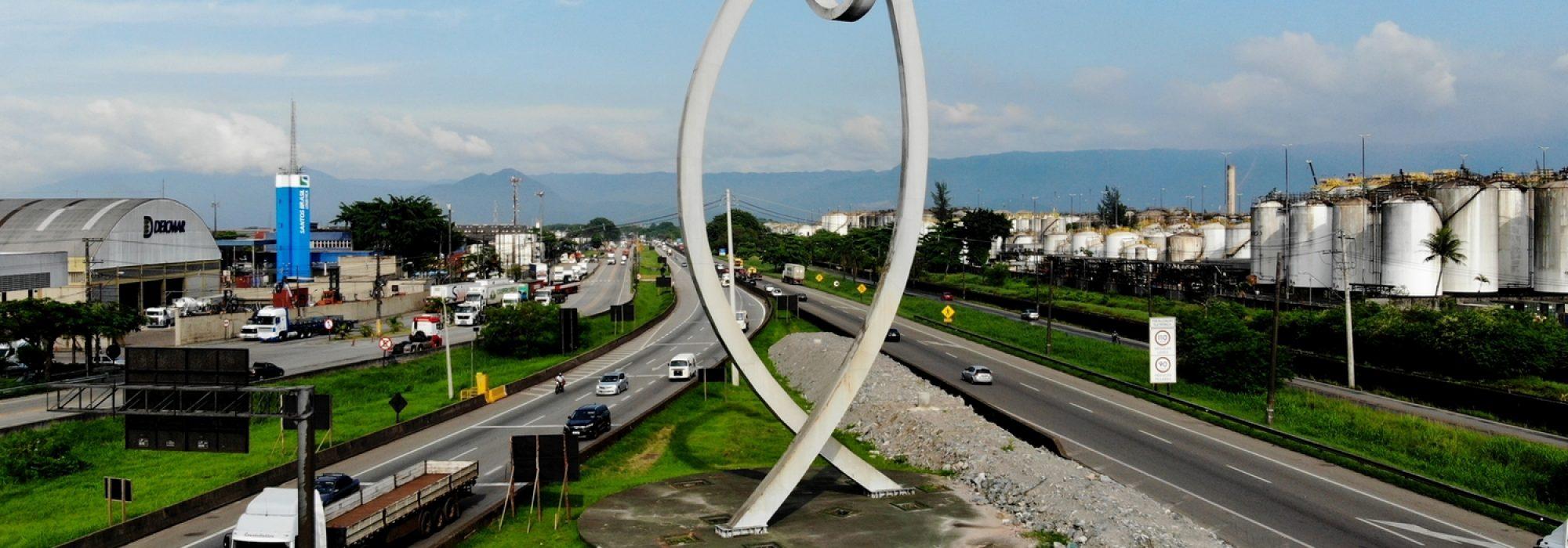 Escultura-O-Peixe-na-entrada-de-Santos